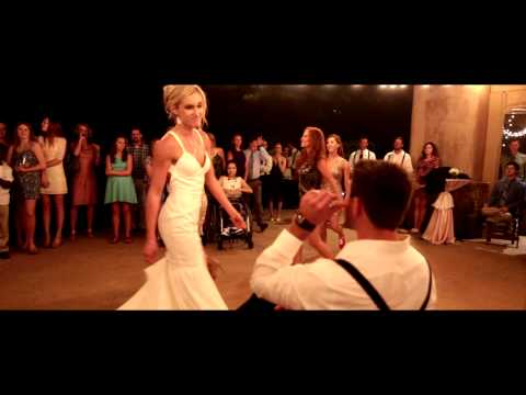 Bride & Her Bridesmaids Perform the Best Beyoncé Wedding Dance Routine in Texas