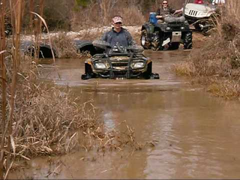 Soggy Bottom Girlz - Mud Digger Colt Ford Remix video