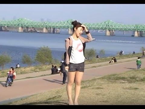 한강공원의 젊은남녀들아이들 Beautiful Korean women and Hangang Park