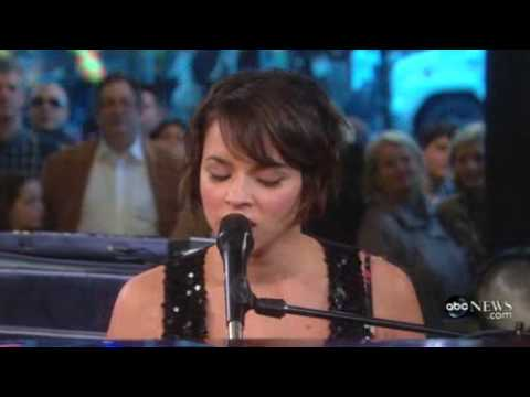 Norah Jones - Man Of The Hour  ( Live Good Morning America 11/16/2009 )