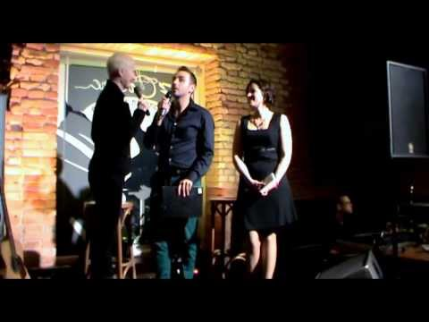 Video Důkaz o tom, jak vtipně se moderátor večera při lichocení zamotal a kdo se z toho nakonec zapotil :-)