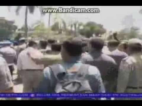Video Detik Terjadinya Bentrok TNI dan POLISI di Karawang 19 November 2013