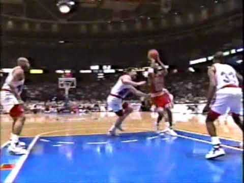 Scottie Pippen's Sick Dish to Horace Grant for The Lay Up vs PHI Video