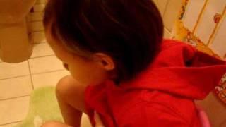 Asia  singing in toilete