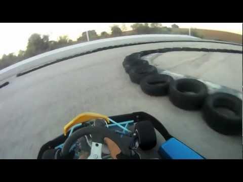 Primera vez a los mandos de un kart de 2 tiempos. Asupark Villaviciosa de Odón. First time in a 2-strokes Kart. Best lap 1.00.181.