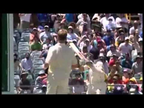 Sachin Tendulkar hits Brett Lee for an amazing six