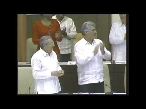 Conversa Raúl Castro con Elían González en el Parlamento Cubano