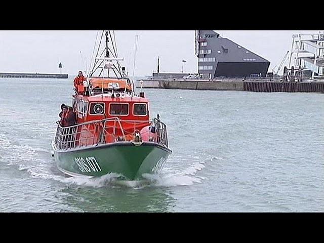 Rescatados cuatro inmigrantes cuando intentaban cruzar el peligroso canal de la Mancha en un bote