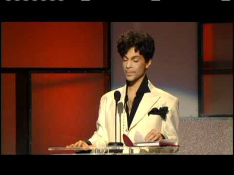Prince accepts award Rock and Roll Hall of Fame inductions 2004