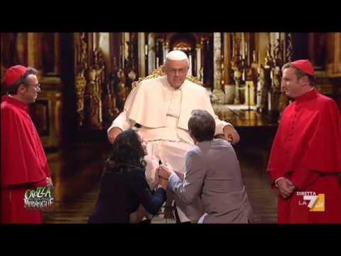 Crozza nel Paese delle Meraviglie - Crozza/Papa Francesco apre il Sinodo sui temi della Famiglia