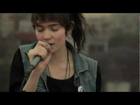 [HD] Grimes - Crystal Ball (Live from a Mexico City s rooftop)