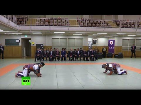 Путин и Абэ посмотрели показательные выступления дзюдоистов