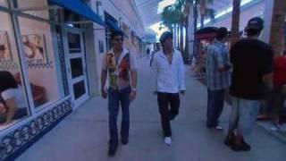 Shahrukh Khan go for shopping in usa.... part 1