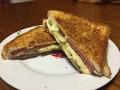 Простой рецепт горячего сэндвича с сыром (Бутерброд с сыром и колбасой) thumbnail