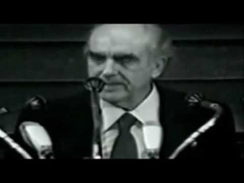Ανδρέας Παπανδρέου: Προτιμούμε να ανήκουμε εις τους Έλληνες!