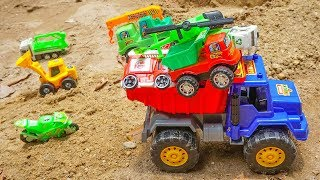 Lightning Mcqueen & Dump Truck Go To Find Treasure Chest Toys Cars on the Sand | TOTOTV Truck Toys