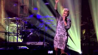 Emeli Sandé - Read All About It (Pt.III) -  Live 2012 - HD