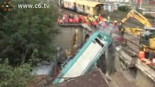 Incidente ferroviario. La rimozione della locomotiva deragliata