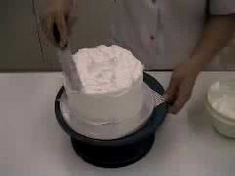 Christmas Cake Icing Ideas Uk : how to decorate a christmas cake with royal icing - easy ...