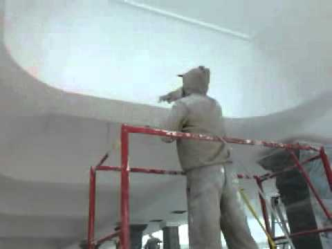 Покраска потолка краскопультом своими руками видео