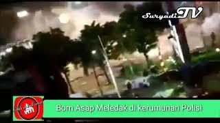 Bom Asap Meledak di Tegah-Tengah Polisi