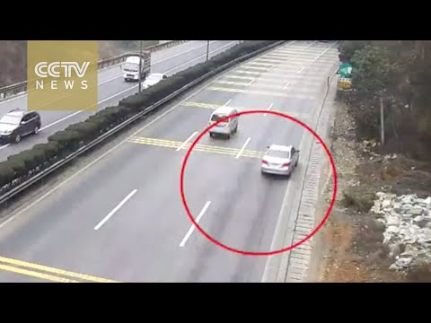 Footage: Speeding car turns into scrap iron