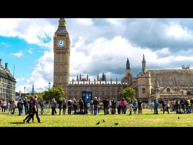 Time-lapse of the TARDIS in Parliament Square - Doctor Who: Series 8 (2014) - BBC One