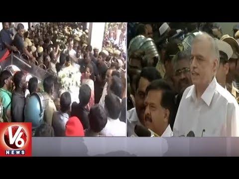 Kerala CM Pinarayi Vijayan Pays Tribute To DMK Chief Karunanidhi | V6 News