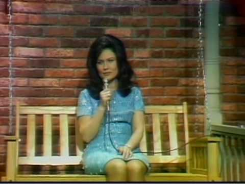 Loretta Lynn - I Still Miss Someone