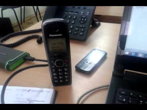 ebet-v-zhopu-i-razgovarivaet-po-telefonu