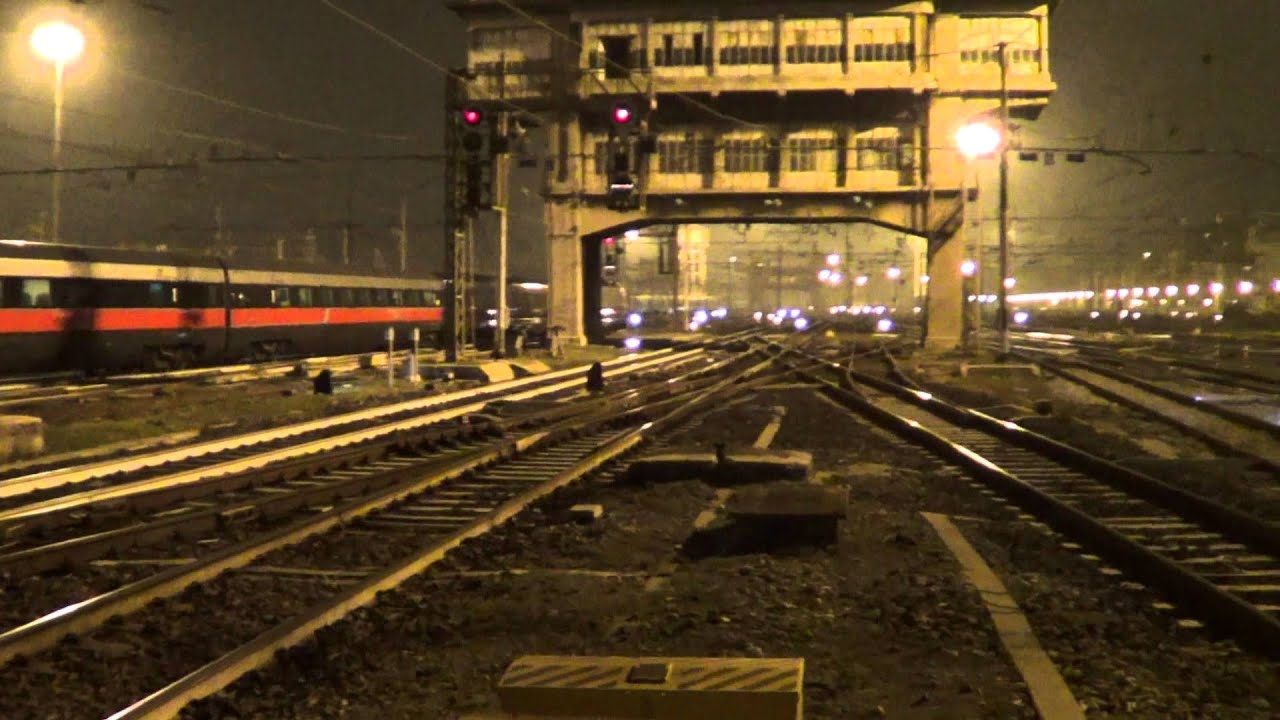stazione di milano centrale in notturna the central