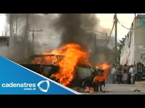 Habitantes de Tultepec destrozan patrullas por la muerte de dos jóvenes