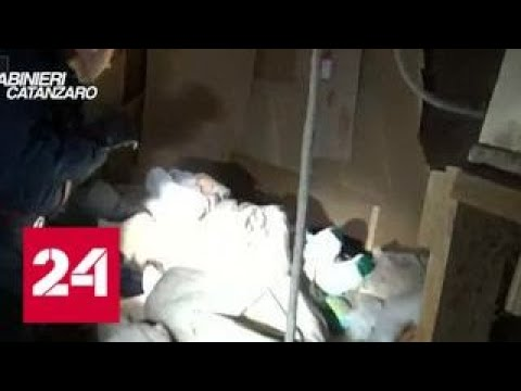 В Италии мужчина 10 лет держал в рабстве румынку и детей - Россия 24