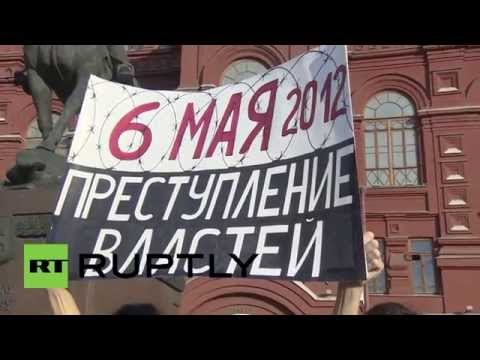 Russia: Riot police detain anti-Putin protesters