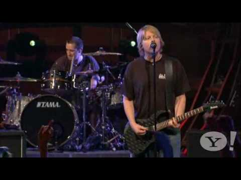 The Offspring - Gotta Get Away live Yahoo 2008
