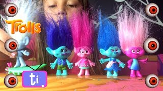 TROLLS Opening blind bags and Troll toys