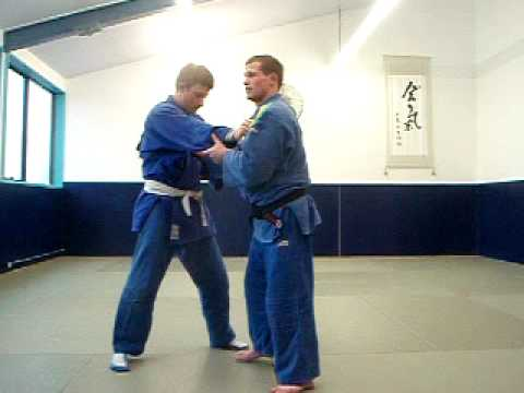 Judo basics: O goshi, judo takedowns Image 1