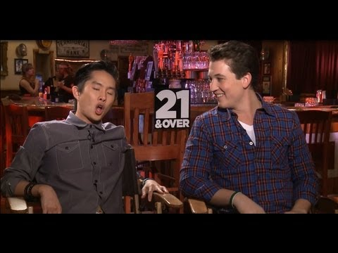 21 and Over Funny Interviews! Skylar Astin, Miles Teller, Justin Chon, Sarah Wright!