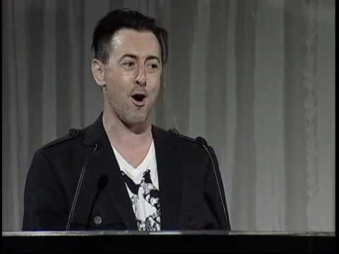 Alan Cumming s Intro To Lisa Kudrow in Web Therapy at the 13th Annual Webby Awards