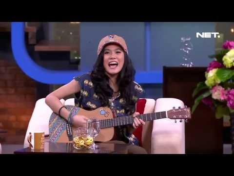 Sarah Sechan   Sheryl Sheinafia belajar gitar dari satpamnya