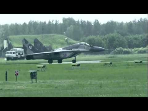 Tak sie bawi 1 Skrzydło Lotnicwa Taktycznego. (SKURCZYSYN!!!!!!) :-) .Amazing start
