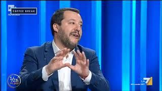 Matteo Salvini sale sul palco di piazza del Popolo al beneaugurante acuto di 'Vincerò'
