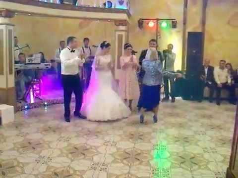 Білозір на весіллі в Косові