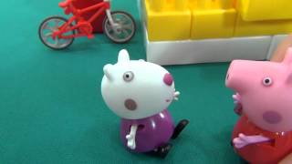 Peppa in English. Peppa Pig and Suzy sheep climb the pyramid. Miss Rabbit saves Peppa and Suzy