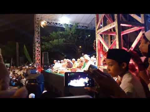 Pondok Pesantren Al-Muhajirin Bersholawat Bersama Habib Syech Bin Abdul Qodir Assegaf