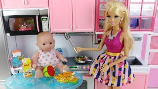 Baby doll and Barbie Pink kitchen cooking toys play 아기인형 바비 핑크 주방놀이 요리 장난감놀이 - 토이몽