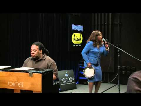 Martha Reeves – Dancing In The Street (Live in the Bing Lounge)
