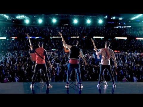 """Violetta 3 - La boysband canta """"Sólo pienso en ti"""" (03x80)"""