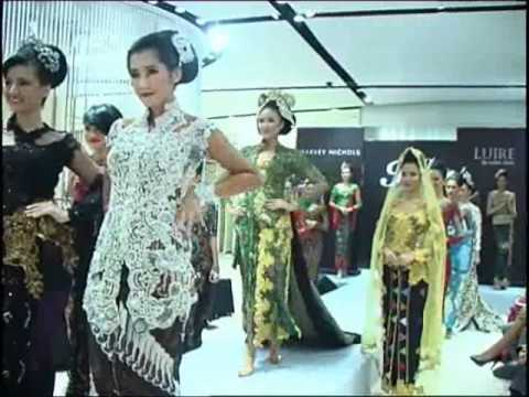 Raden Sirait fashion show at Harvey Nichols Jakarta.