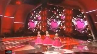 Carrie Underwood Kristin Chenoweth And Christina Applegate Medley Of The 60 39 S